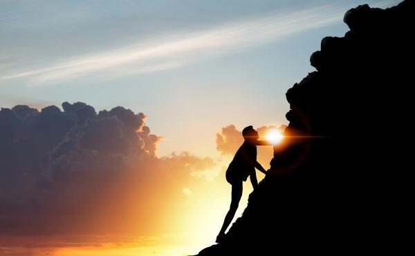 自分の山を上りきるには勇気・希望・忍耐が必要